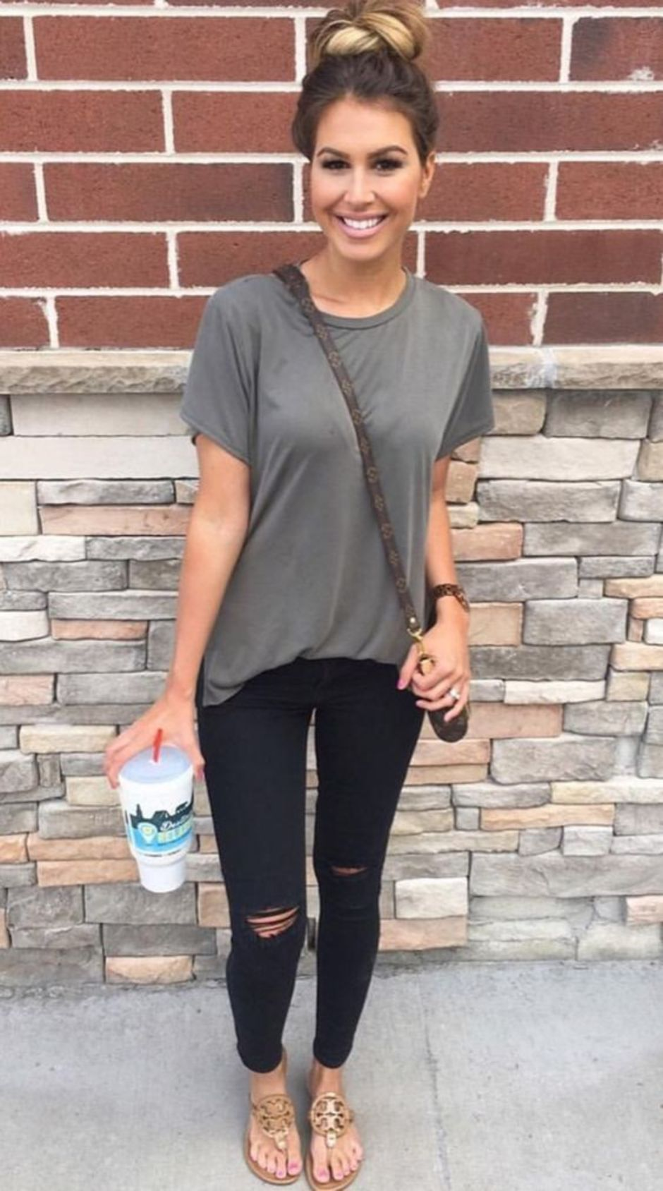 Inspiring Spring Outfits Ideas for Young Mom 30