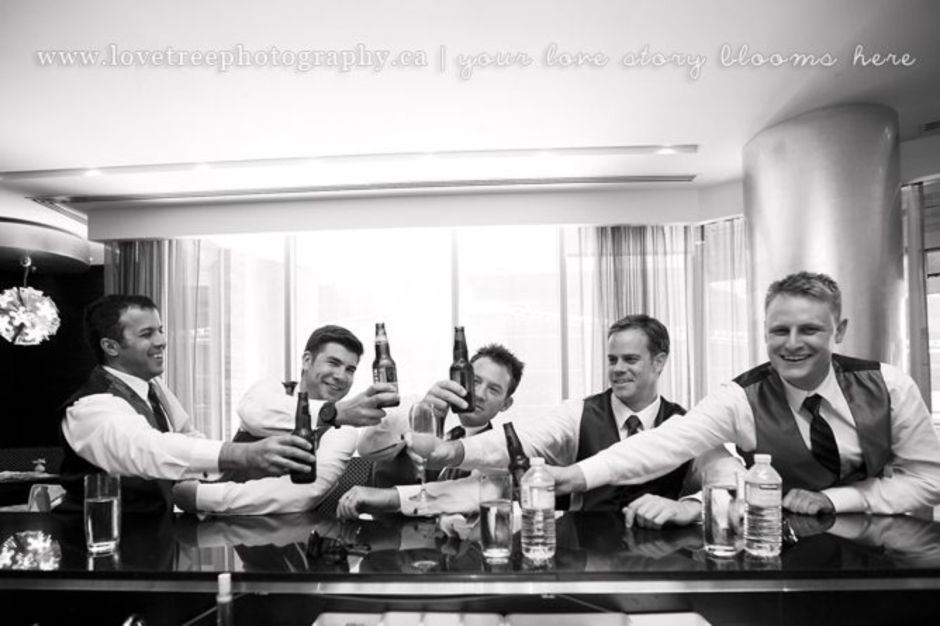100+ Groomsmen Photos Poses Ideas You Can't Miss 28