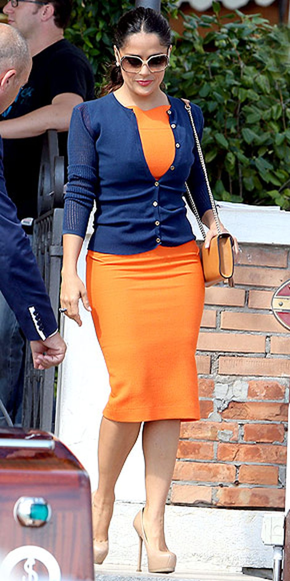 55 Orange Outfit Ideas That Make You Look Young and Fresh 36