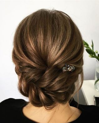 simpe but classy bridal hair do 19