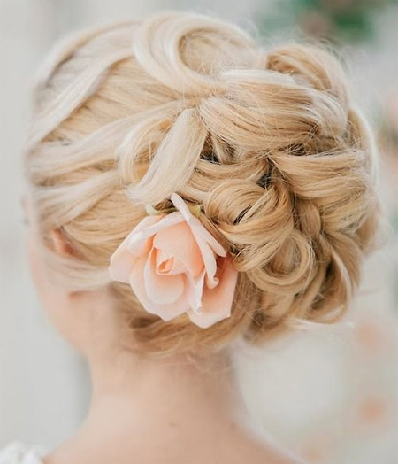 Wedding hairstyle - a bunch of flowers