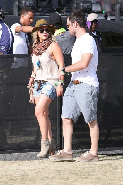 xhilary-duff-and-mike-comrie-at-coachella.jpg.pagespeed.ic.1ugk0phymc
