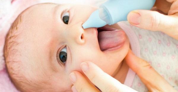 Насморк у новорожденного — как помочь малышу?