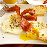 Breakfast Basics: Fried Eggs