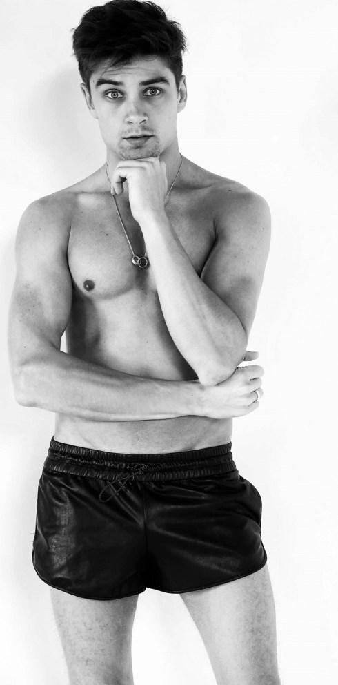 Raphael-Sander-by-Photographer-Marcio-Amaral-07-987x2000