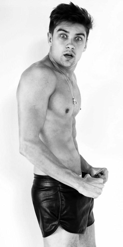 Raphael-Sander-by-Photographer-Marcio-Amaral-09-1001x2000