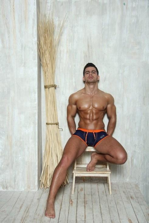 Roman-Dawidoff-for-ES-Collection-Summer-2013-06