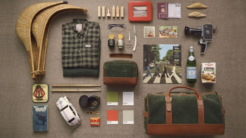 The elements inspiring the fragrance Esencia Loewe Sport: A weekender and a vanity case from the Loewe Caza Collection; a Miami postcard, where Iñaki Osa lives; a wicker handcrafted jai-alai basket; and a picture of San Sebastián beach in Basque Country, place of origin of this sport.