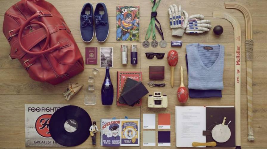 The elements inspiring the fragrance 7 Loewe Sport: a hockey stick, gloves and ball; a Loewe leather bag from the F/W 06/07 Collection; a photo of La Coruña main square, city where Jordi Bargalló lives; a rock & roll LP for a music enthusiast and Superman, his alter ego.