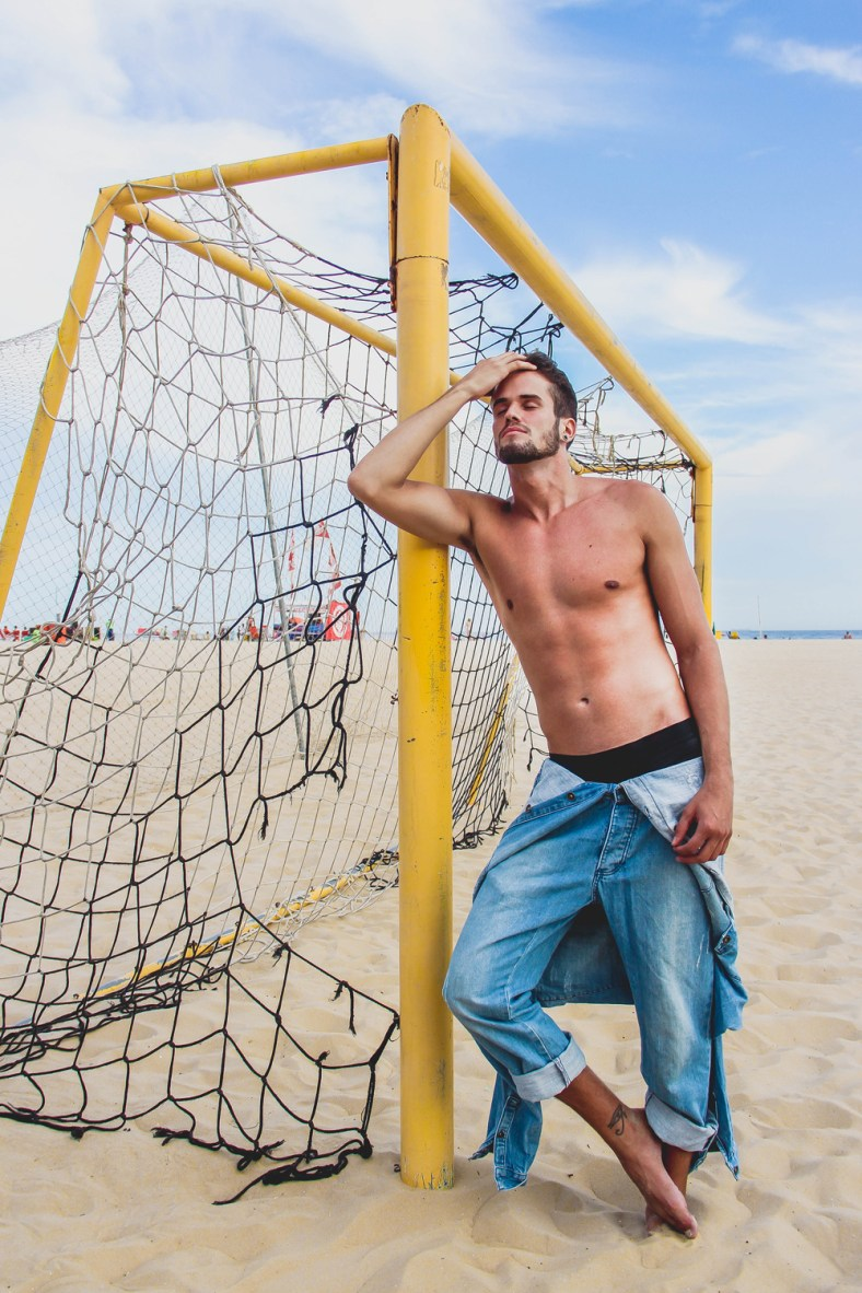 Gorgeous Brazilian fresh face Ricardo Almeida builds up his portfolio with a beautifully captured seaside session from photographer Lucas Oli.