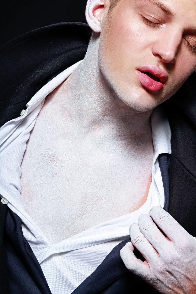 Fallen Angel by Livia Alcalde stars Top Model Sebastian Sauve for L'Officiel Hommes Greece17