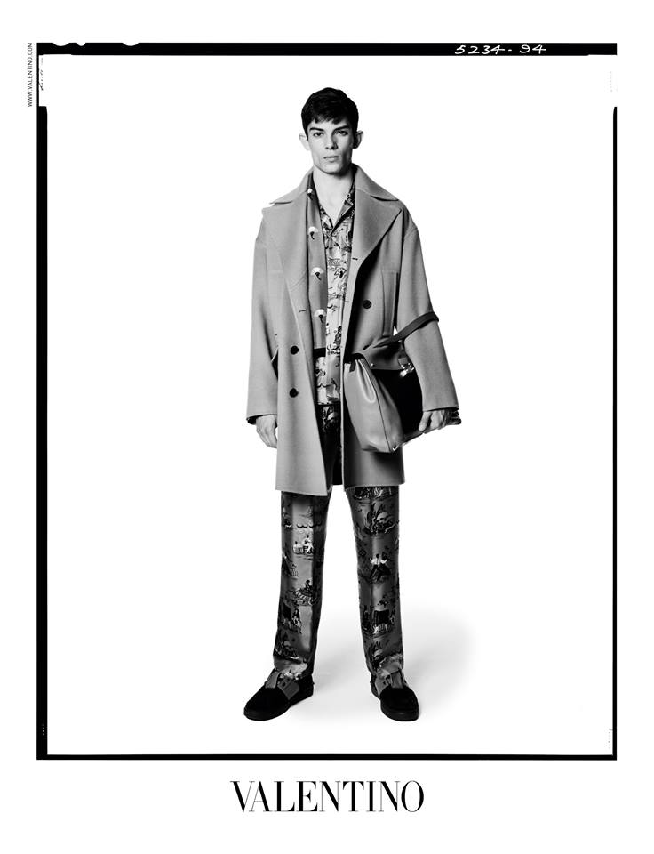 For the Men's SS ad campaign Valentino has once again enlisted legendary English photographer David Bailey. The campaign, entirely shot in black and white in London, includes strong portraits of the models as well as compositions showing the outstanding outfits of the collection and represents the inspirations of the collection one of freethinkers, individuals who stand outside movements and artists. http://m.valentino.com/go/6r0t8h