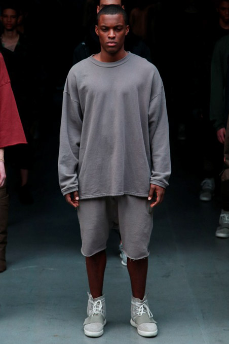 Kanye West x Adidas Originals you could say anything from Mr. West as a designer, we see a trend and a set style, inspired by the rapper and producer of hits, but maybe the union of Adidas Originals intervened and gave a great twist to this, urban, shabby, messy, perhaps something dirty in sight, but is a way for the love of god, if this singer brings with everything he does on stage, let's leave it be. Adidas Originals But if you had control be aware of what West runs as a fashion designer.