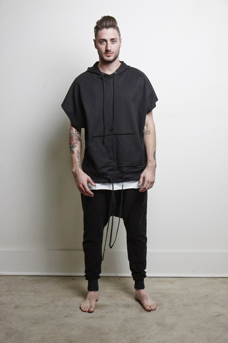 """Particularly I put these new proposals by Knomadik having """"Hero Sleeveless"""" which I love, is the new basic fashion with irregular long cuts, oversizes, with comfortable joggers, is the next new thing this spring, and I recommend it."""