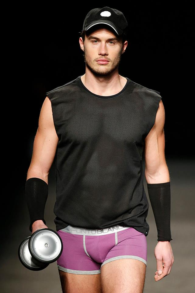 Inspired by the digital age that connects us to people, 'Connectivity' Punto Blanco is presented on the catwalk of 080 Barcelona Fashion, with items that encourage sports and renounce sedentary with various dynamic color touches in underwear, calceras, suitcases sports and more accessories.