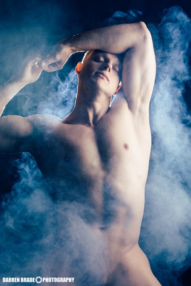In October 2013 we have the fortune to exposed the work entitled Dragon in the Smoke by photographer Darren Brade and starred by Gunter. Now we exposed the second part of this stunning session.