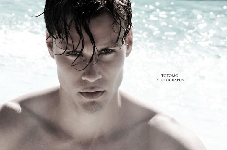 A breathtaking swimming pool shoot at Los Angeles with newcomer Sebastian Lysén by photographer Antonio Cudemo //Totomo.