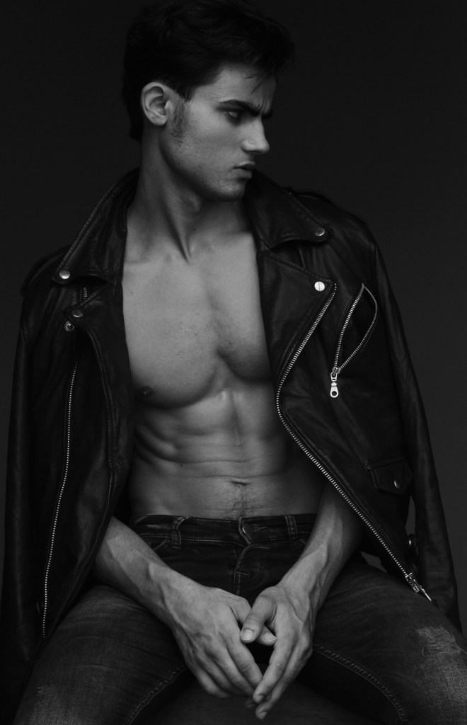 Javi is the new face of @fashionartmgmt and has shot by Miguel for his SERIE UOMO who mix fashion and art, which explores male identity and beauty in black and white.