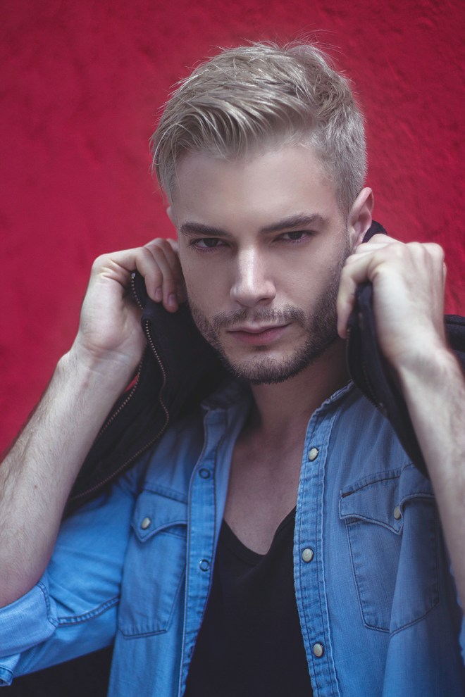 Oh I want you to know this gorgeous male model, some of you you shall know him, he's Veridiano Tesch from Bax Models, in a denim day session shot by Luis de La Luz.