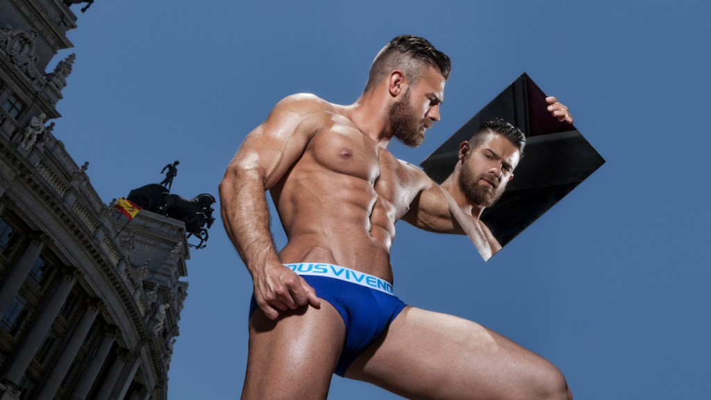 After the release of a number of limited edition, Flash lines, Modus Vivendi launches the first of the New Trends lines for fall/winter 2015-16, the Weekly Line. The new Weekly Line comprises seven briefs and seven boxers, in seven colours. The underwear is made of the best quality cotton (95%) with a touch of elastane (5%) for a perfect fit.