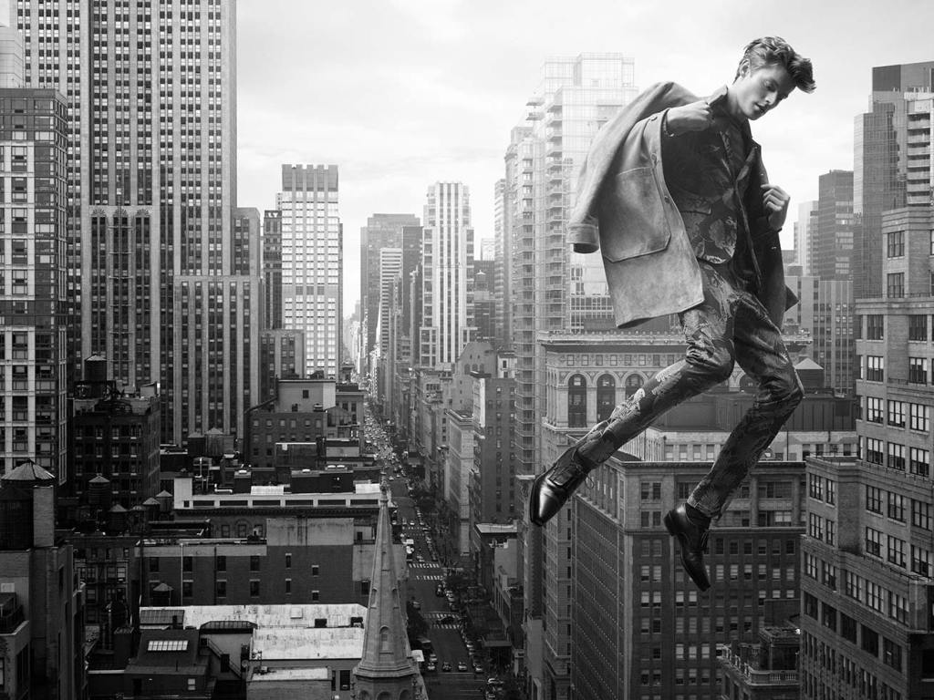 Top model Janis Ancens starring one of the most fabulous fashion editorial for Schön! Magazine a sublime photography shot by Sandro Baebler entitled Gravity this a ver ver stunning work.