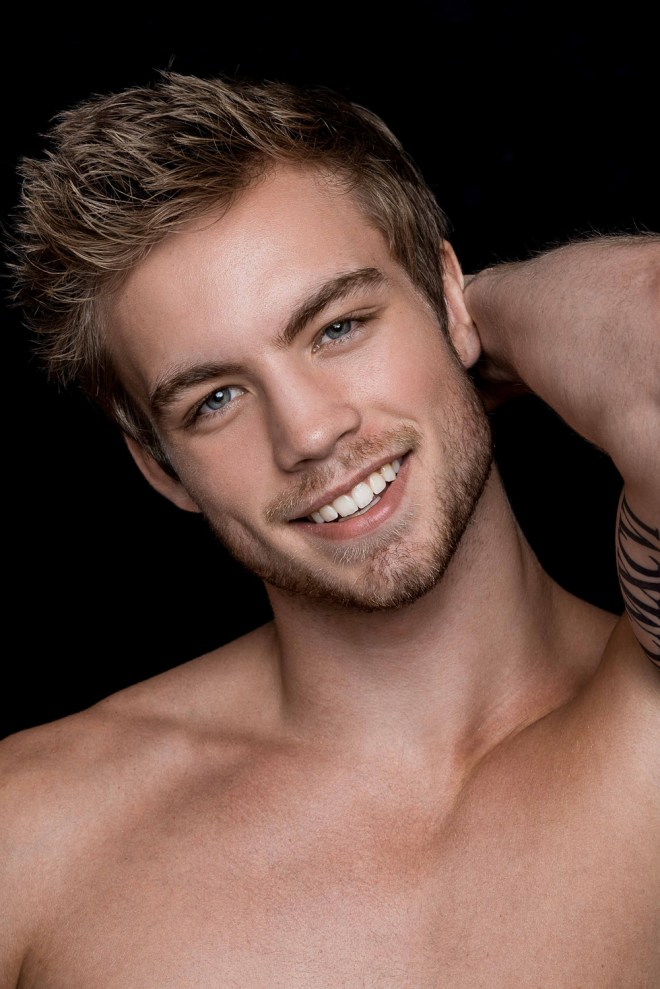 Ravishing male model Dustin Mcneer from ANTM Cycle 22 builds up his portfolio with an eye-catching portrait series by photographer Fritz Yap. Check out...