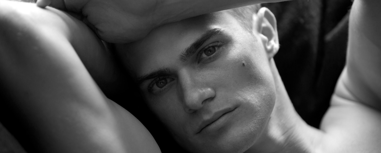 Geez, this is very good stuff, see, we have the RAW return of Seth Kehlmann, yeah you know who is he, looks perfect, stunning male model posing for the lens of master Karl Simone. Thanks!