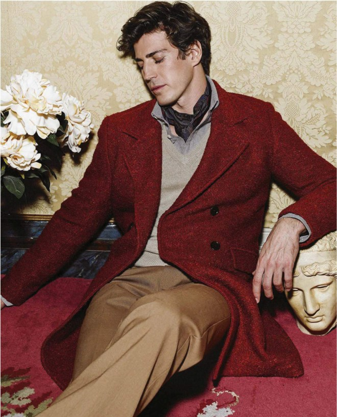 The revolution of sportswear exists, but our hearts will always be like an eccentric aristocrat and a little decadent. Top Oriol Elcacho represents in the Madrid palace Duarte Pinto Coelho.