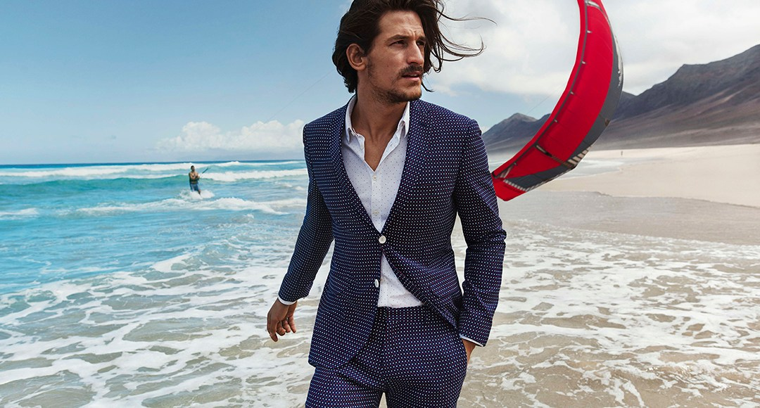 Blue color most popular men in the clubhouse of the current season spectacular illuminated range of tones. Pure color sky juicy, almost turquoise bright after lights out, quiet blues - light shades of blue, are becoming summer breeze brings spontaneity and rope.