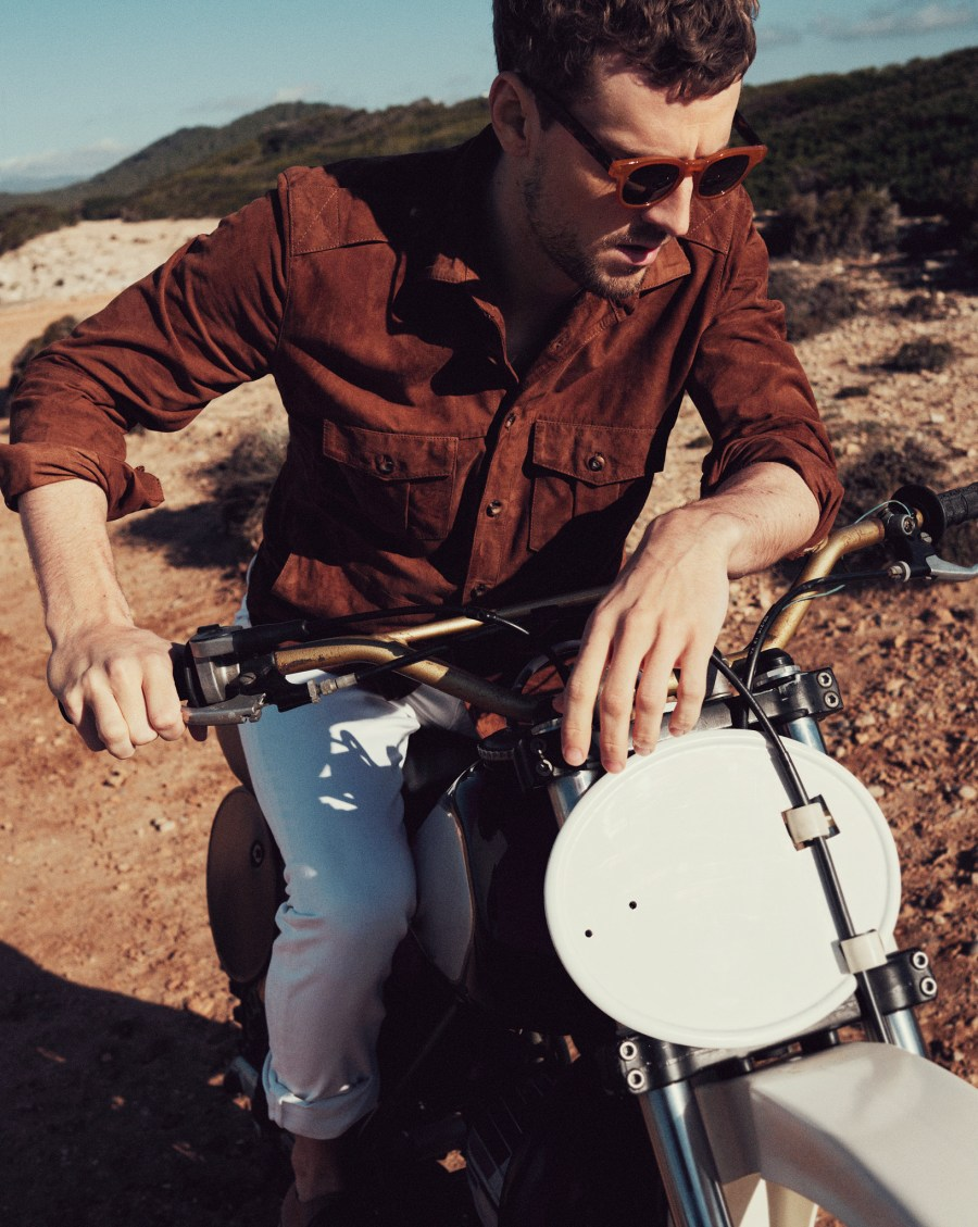 "George Barnett stars in the latest lookbook of Mango Man 04 titled ""SPRING ADVENTURE"". The model poses wearing the new proposals of the brand."