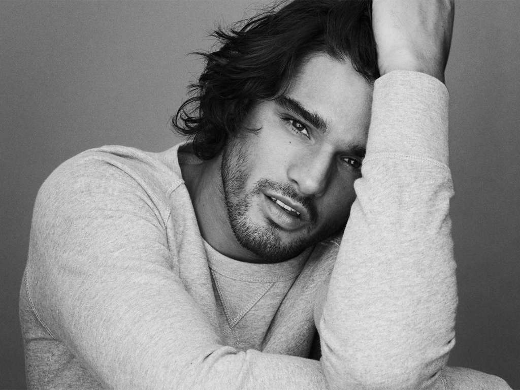 When Marlon Teixeira is not starring in the new H&M summer campaign, this Brazilian hunk spends his days by the sea, surfing, doing yoga and cooking with friends.