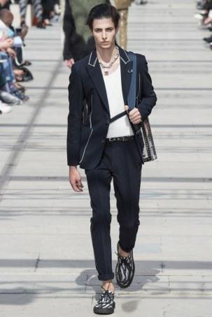 LOUIS VUITTON MENSWEAR SPRING SUMMER 2017 PARIS (35)
