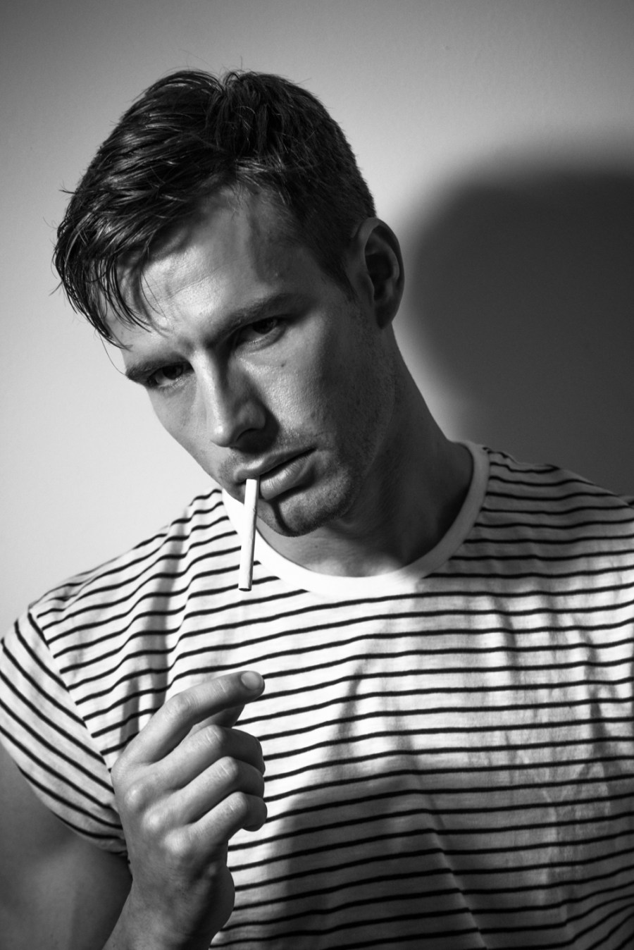 Direct from London, we rrediscovered London's Bad Boy Portrait featuring Nevs Model Chris Baxter and shooting by photographer Issa Yazji. This classic portrait take us to a time capsule where we set on 50's/60's years. The looks of Chris helps us to remind that classic styles never never will change. Some of you might be smoke sensitive, but when is come cigarettes is only an accessory.