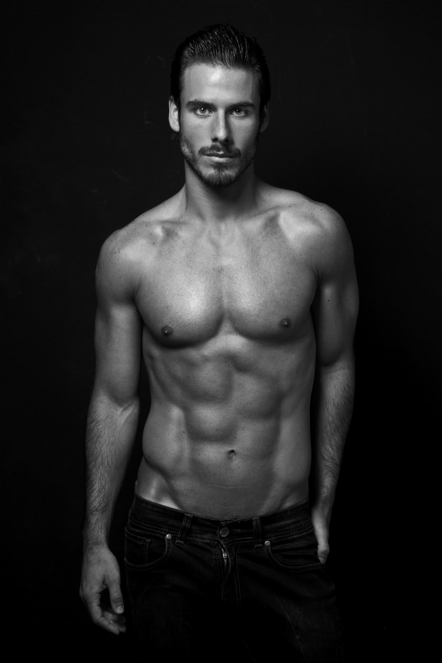 Before the day is gone, meet new work Lucas Bernardini by Sandy Lang, starts a new month, we have a new work from photographer Sandy Lang who shots model Lucas Bernardini with beard face, snapping in black and white and some color.