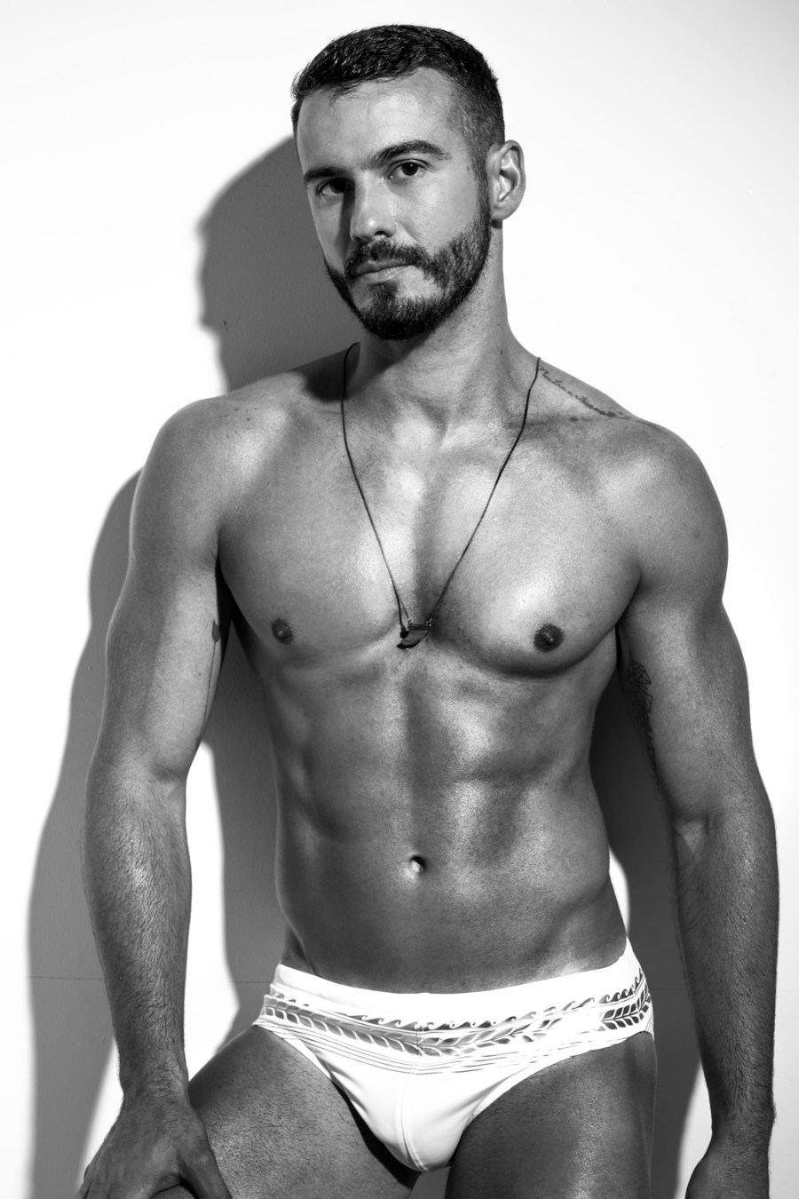 Then comes this at my inbox, suddenly I star to open my eyes to see this Brazilian lad is not shy at all, here's Rogério Franco hunk sexy based in Brasilia shot by Thiago Lanham.