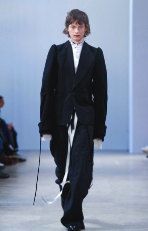 ann-demeulemeester-menswear-fall-winter-2017-paris32