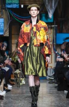 moschino-menswear-pre-fall-fall-winter-2017-milan27