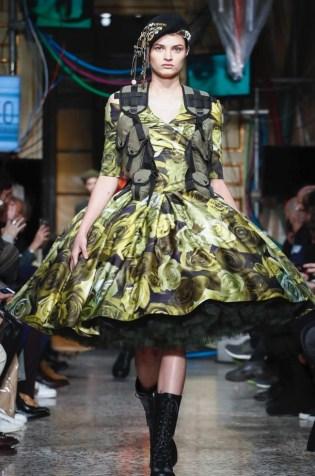 moschino-menswear-pre-fall-fall-winter-2017-milan33