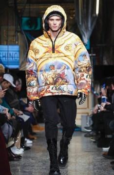 moschino-menswear-pre-fall-fall-winter-2017-milan4