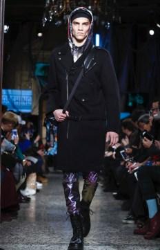 moschino-menswear-pre-fall-fall-winter-2017-milan50