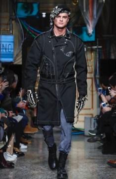 moschino-menswear-pre-fall-fall-winter-2017-milan54
