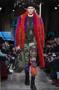 moschino-menswear-pre-fall-fall-winter-2017-milan8