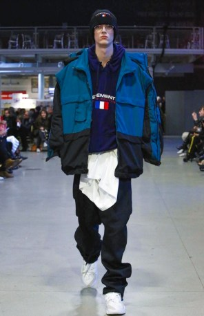 vetements-ready-to-wear-fall-winter-2017-paris20