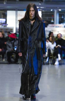 vetements-ready-to-wear-fall-winter-2017-paris24