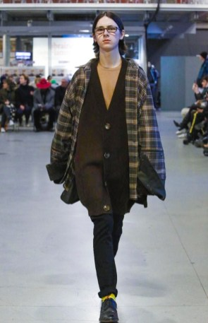 vetements-ready-to-wear-fall-winter-2017-paris34
