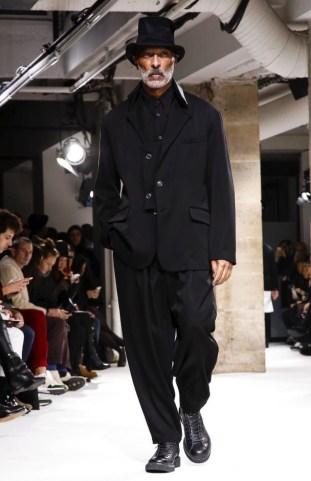 yohji-yamamoto-menswear-fall-winter-2017-paris6
