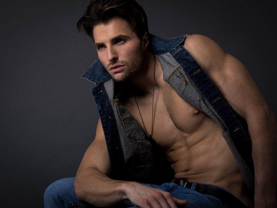 A lot of nice compliments for model David Turner can be written, but we need facts, and actions to prove a Charming Prince is a real human being. Thanks to Joem Bayawa to immortalize David because we can see and appreciate in a shirtless-serie-portrait that Charming Prince exists.
