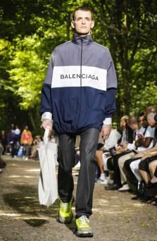 BALENCIAGA MENSWEAR SPRING SUMMER 2018 PARIS23