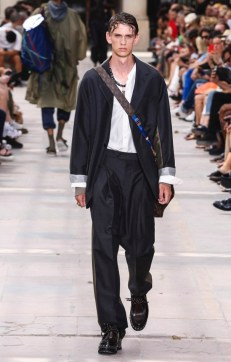 LOUIS VUITTON MENSWEAR SPRING SUMMER 2018 PARIS23