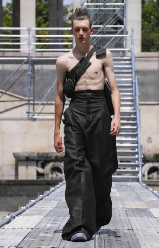 RICK OWENS MENSWEAR SPRING SUMMER 2018 PARIS18